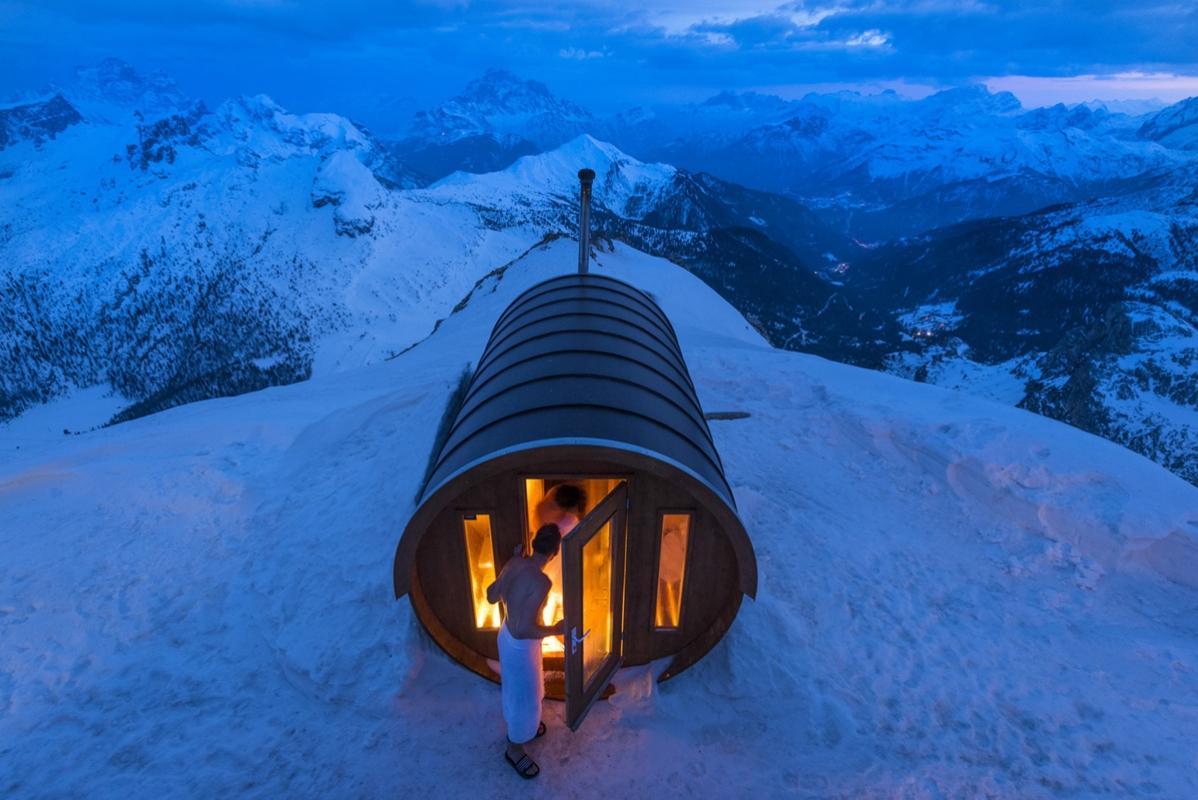 Баня бочка из кедра в горах